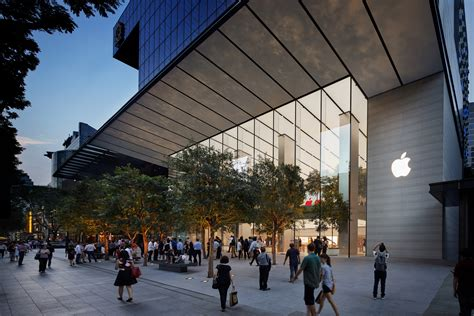 Foster + Partners Opens the Greenest Apple Store in the