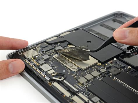 iFixit tears down the 2016 MacBook Pro base model